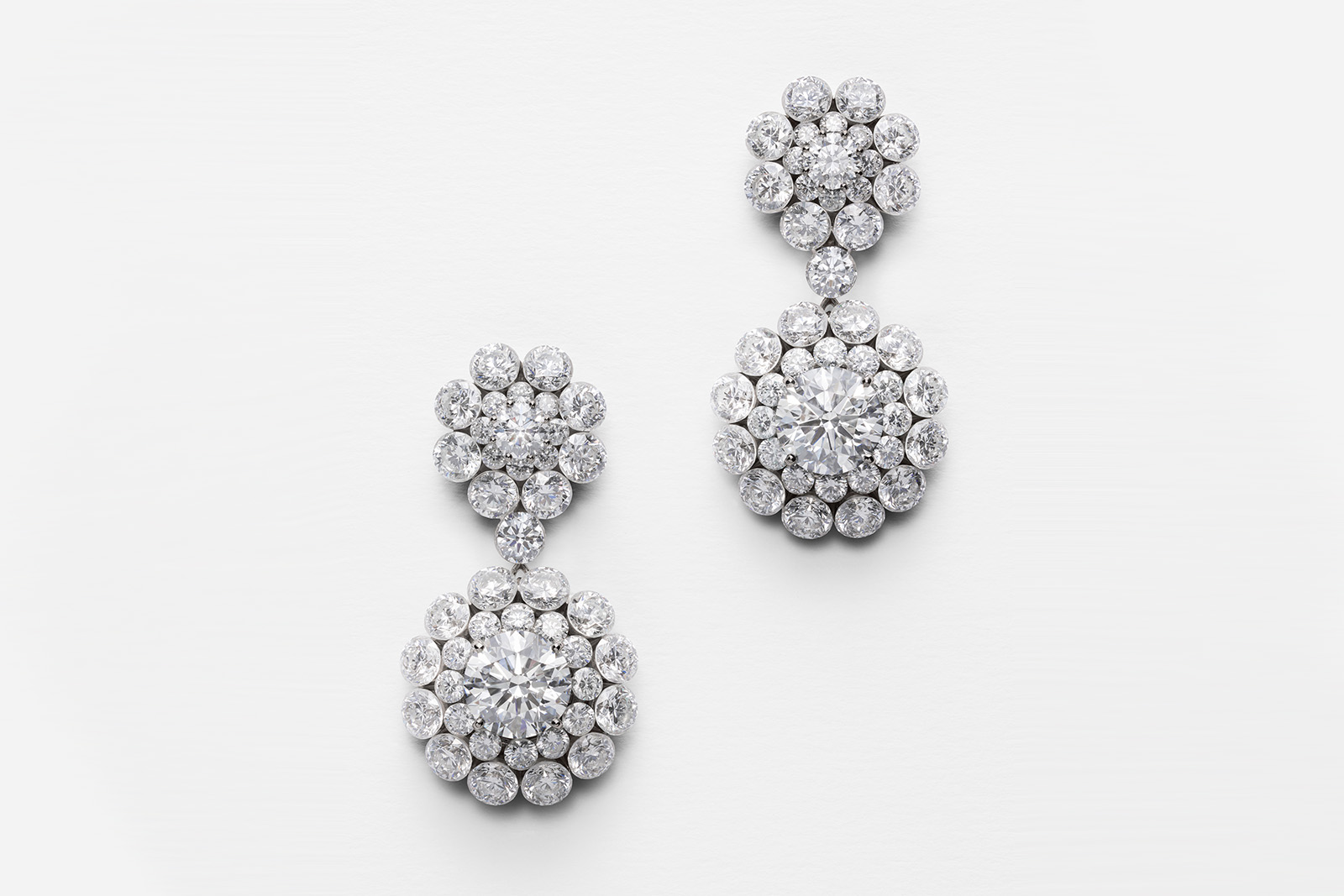 Chopard 'Magical Setting' earrings with diamonds in 18k white gold
