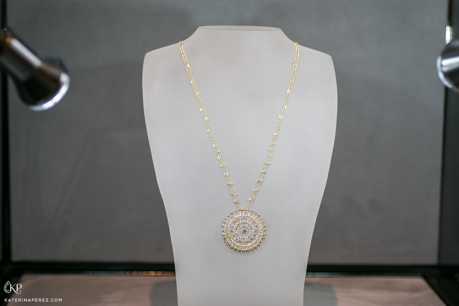 Harakh 'Sunlight' necklace with diamonds in yellow gold