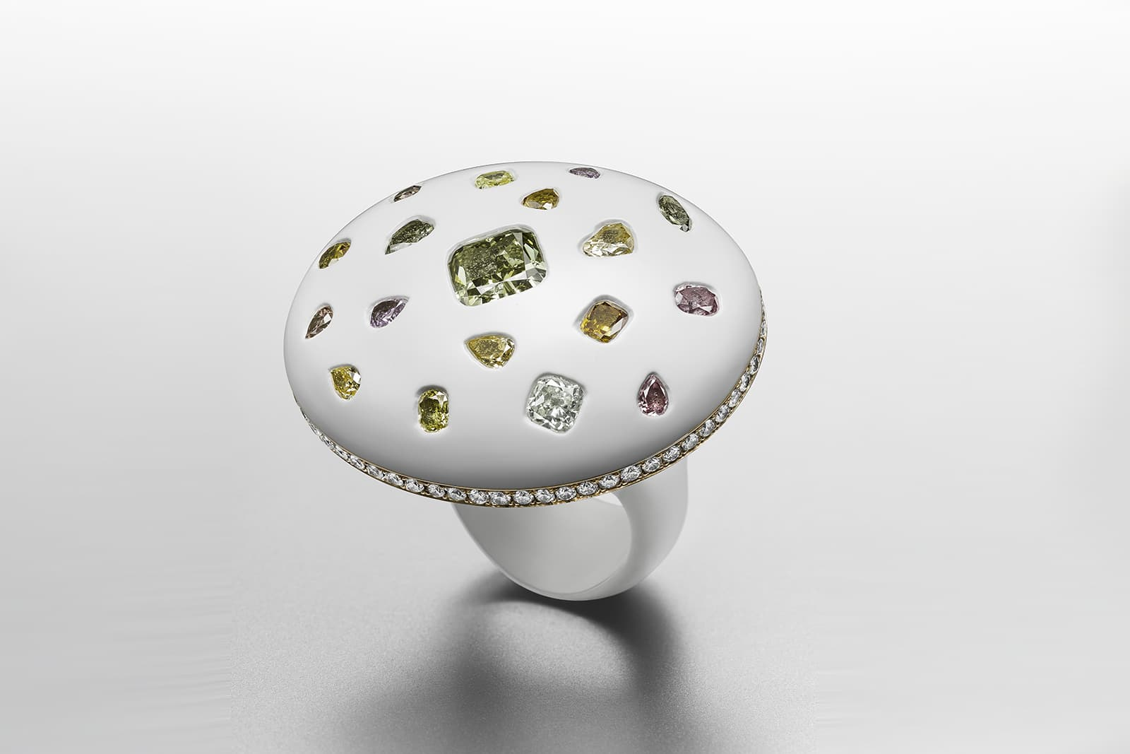 Suzanne Syz 'Sex on the Beach' ring with fancy deep grayish yellowish green cushion diamond and coloured diamonds in enamel and 18k pink gold