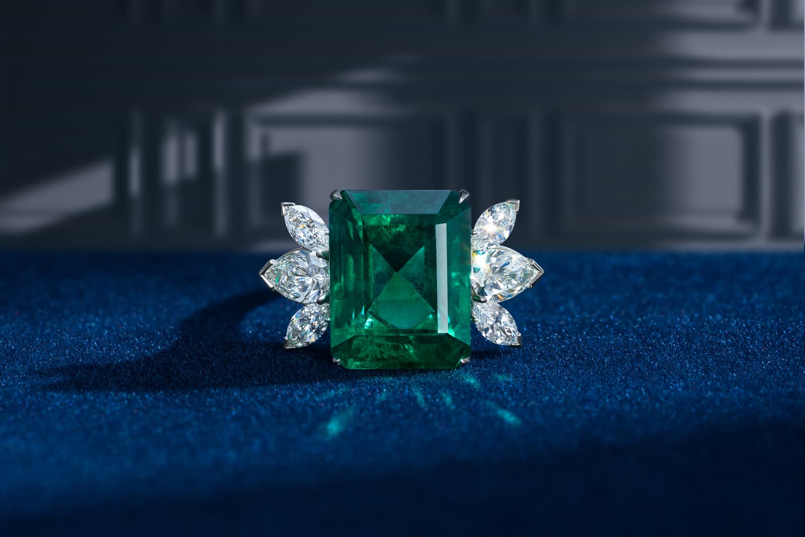 Darvol ring with Colombian emerald and diamonds