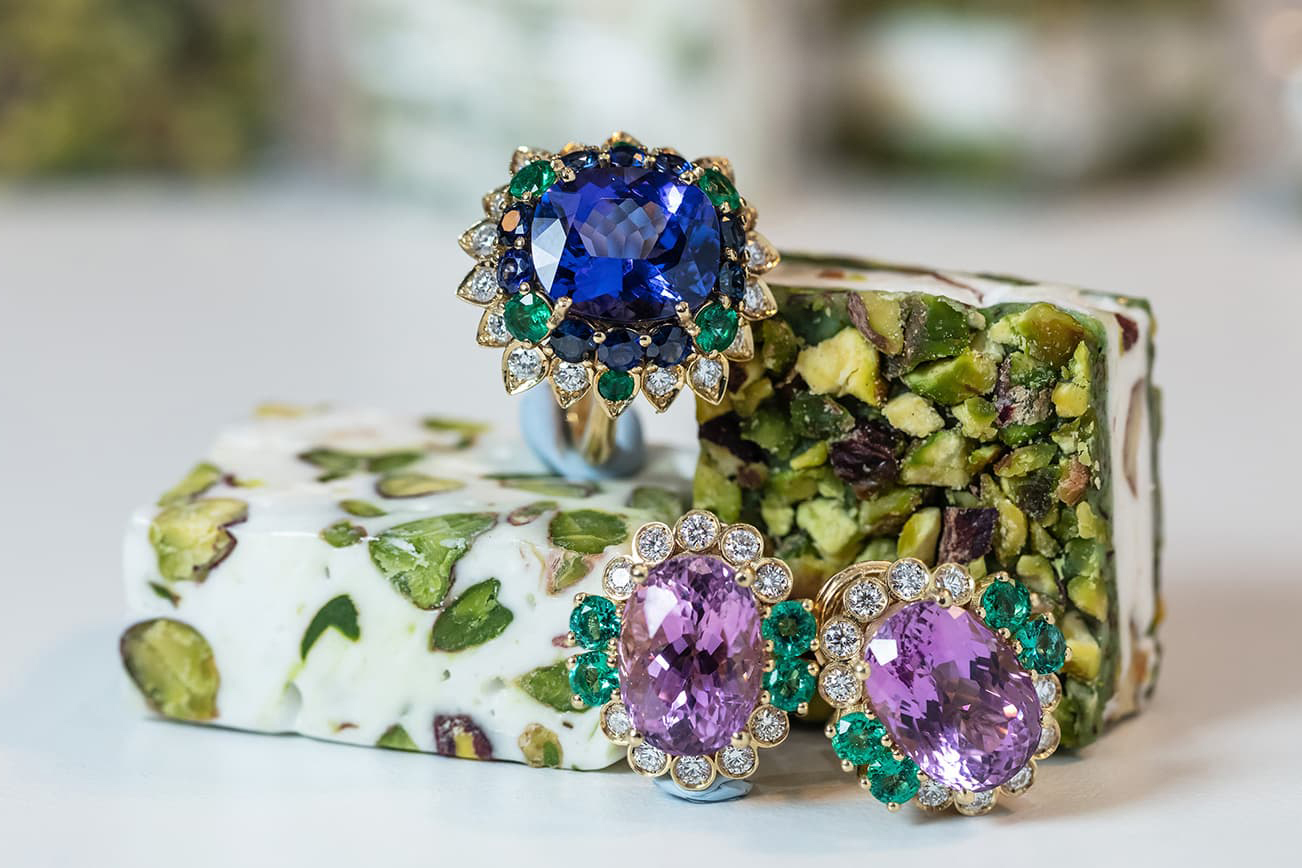 Veschetti 'Ortensia' ring with 7.81ct cushion cut tanzanite, emeralds and diamonds, and earrings with 1.38ct oval kunzites, emeralds and diamonds, both in 18k yellow gold