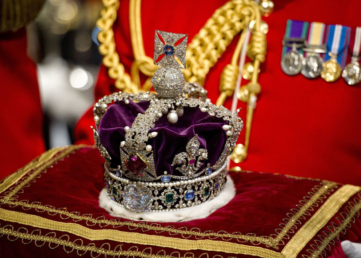 English Imperial State crown with central spinel