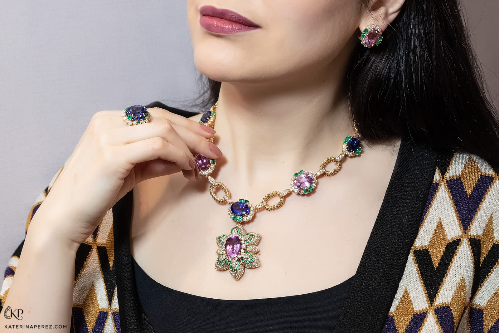 Veschetti 'Ortensia' ring with 7.81ct cushion cut tanzanite, emeralds and diamonds, necklace with an oval 39.05ct kunzite, oval tanzanites totaling 26.62ct, 6.28ct Colombian emeralds, and 14.20ct diamonds, and earrings with 1.38ct oval kunzites, emeralds and diamonds, all in 18k yellow gold