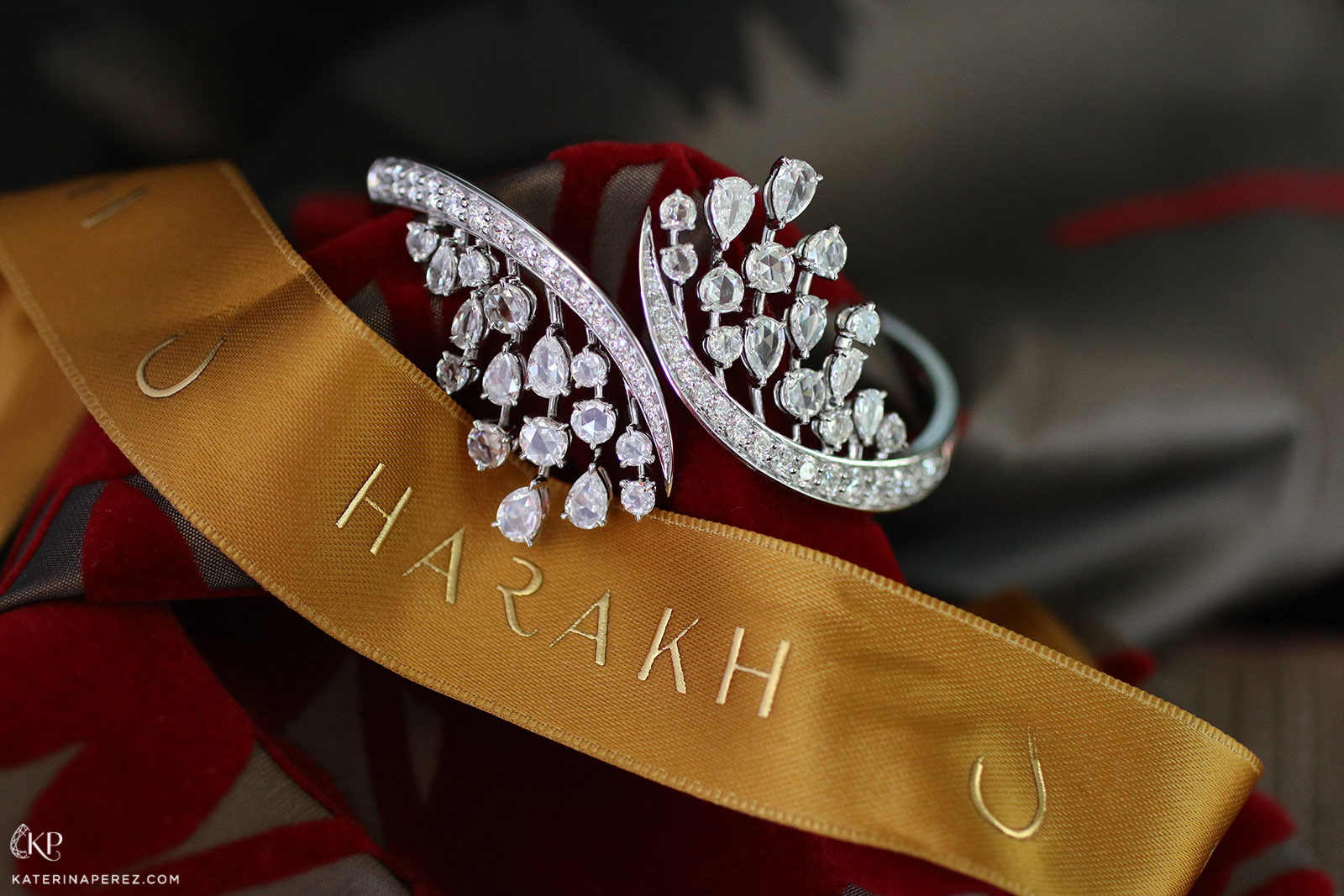 Harakh 'Cascade' bangle with diamonds in white gold