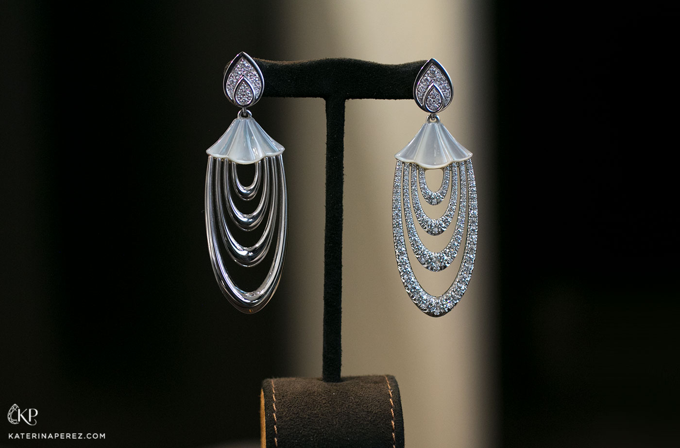 AVAKIAN Tosca earrings with the drops that can be worn with diamond or plain gold facing outwards