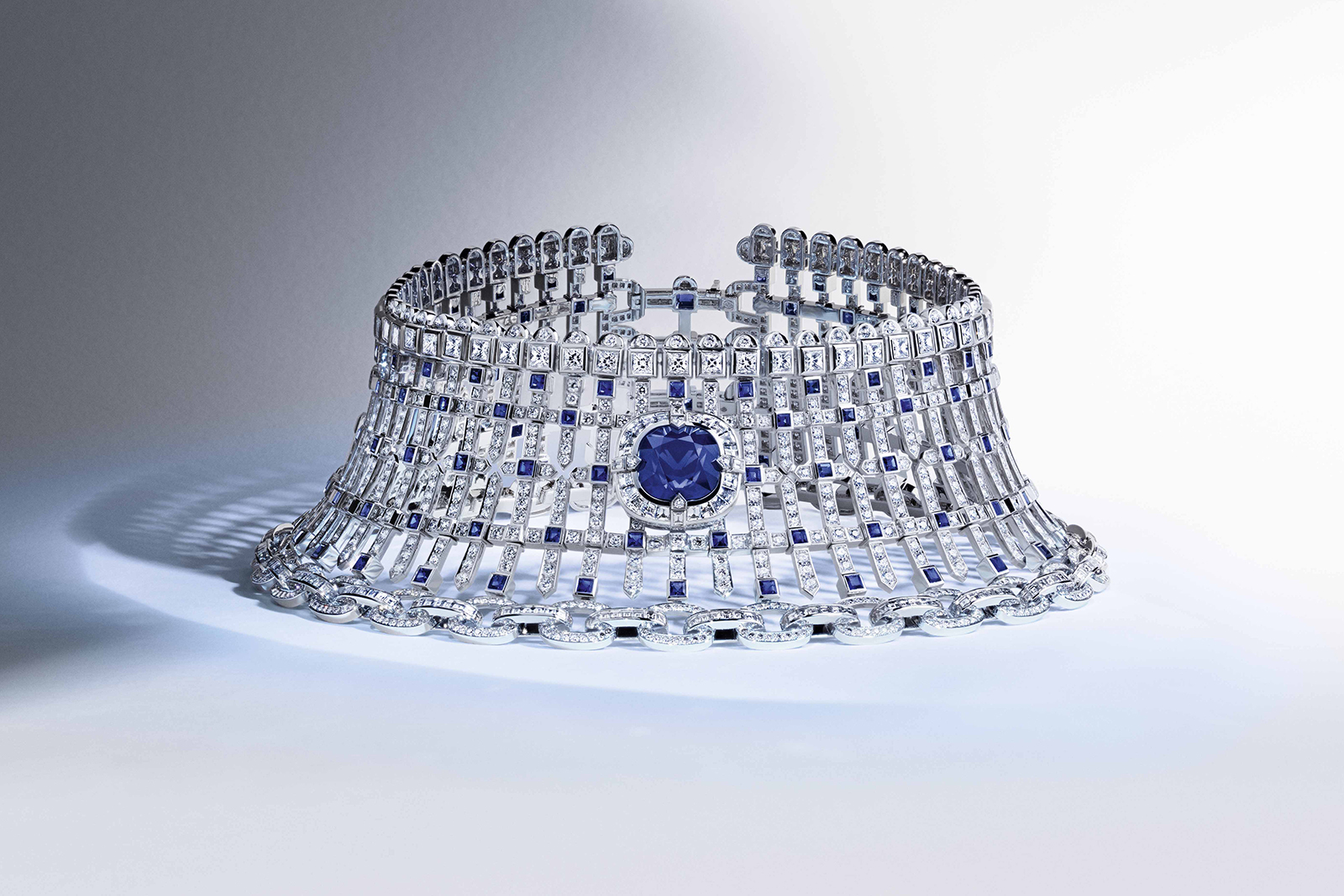 Louis Vuitton 'Riders of the Knights' collection 'The Royaume' necklace with 19.31ct sapphire, accenting sapphires and diamonds and in white gold