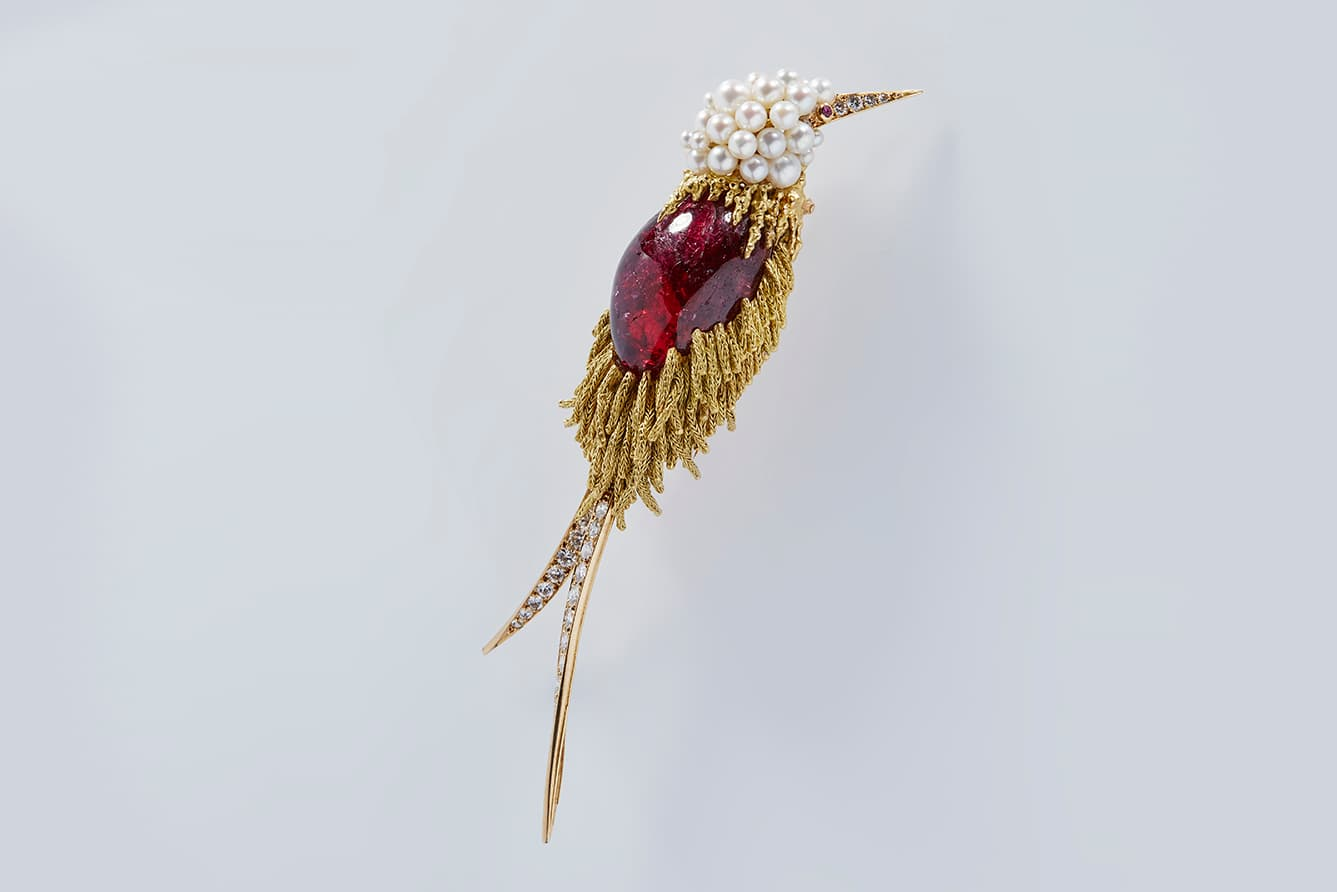 https://www.katerinaperez.com/uploads/editor_file/link/21252/Pierre_sterle_bird_brooch_ruby_eye_pezzotottaite.jpg