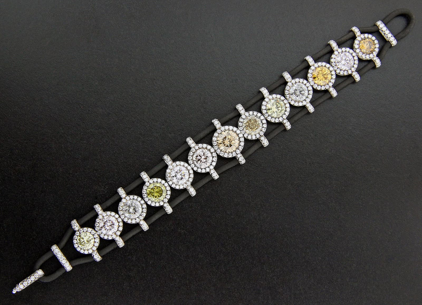 Taffin bracelet with coloured and colourless diamonds in rubber and platinum