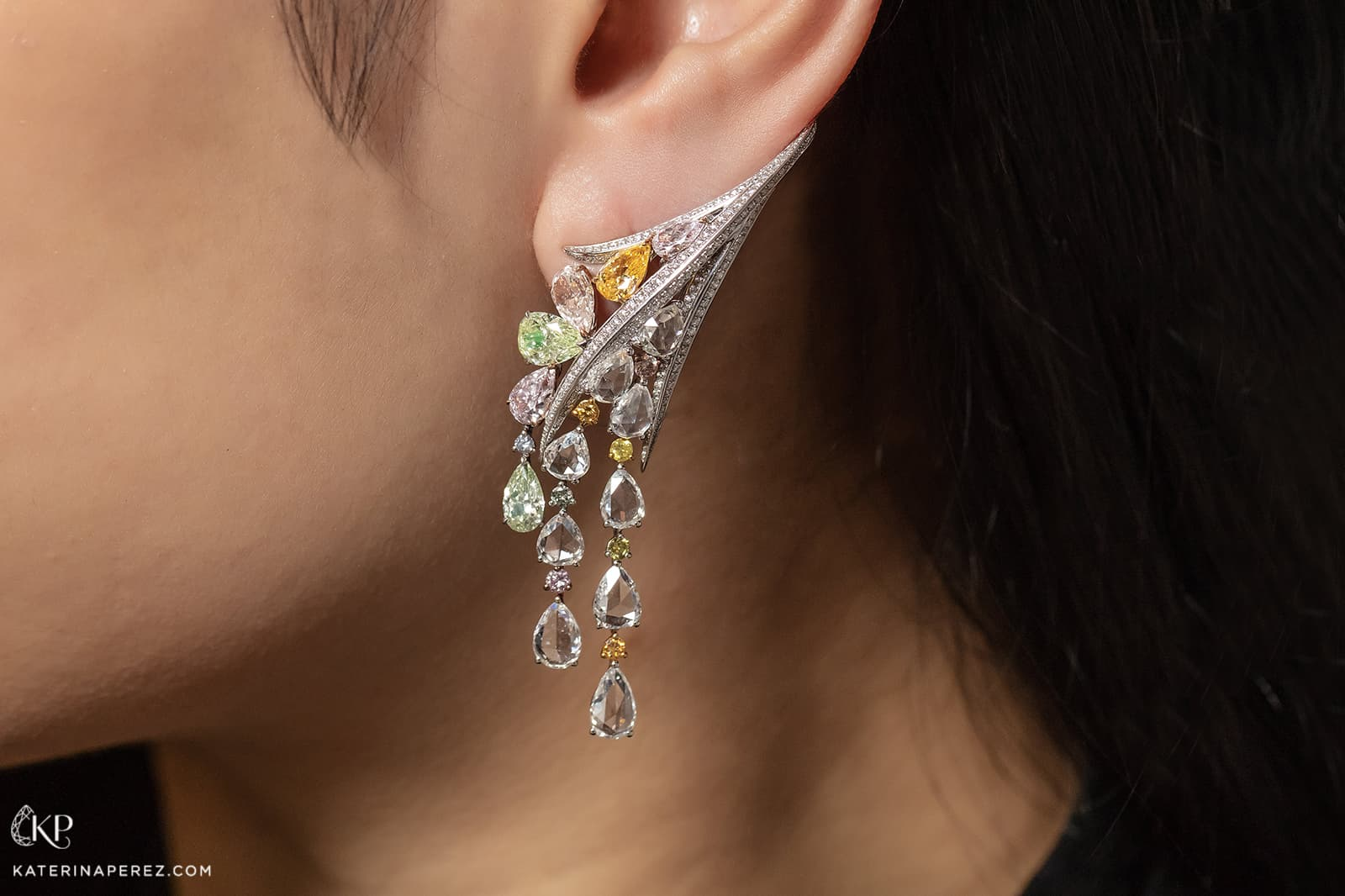 Novel Fine Jewelry earrings with fancy coloured diamonds and colourless diamonds set in white gold