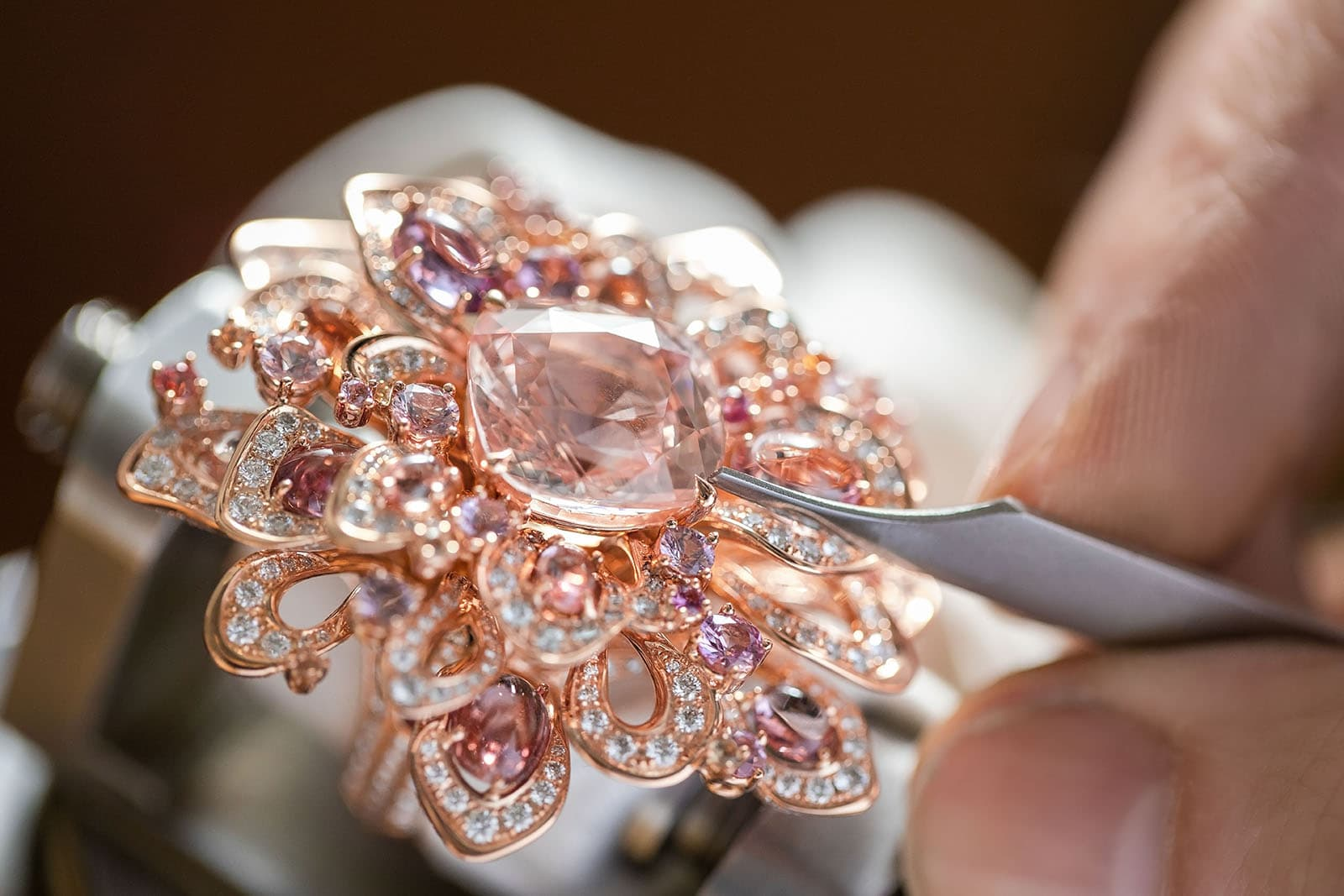 Gübelin 'Aurora' collection ring with padparadscha sapphire, sapphires and diamonds in rose gold