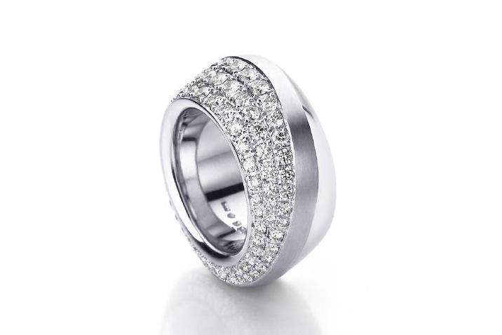 Кольцо A.Odenwald из белого золота с бриллиантами