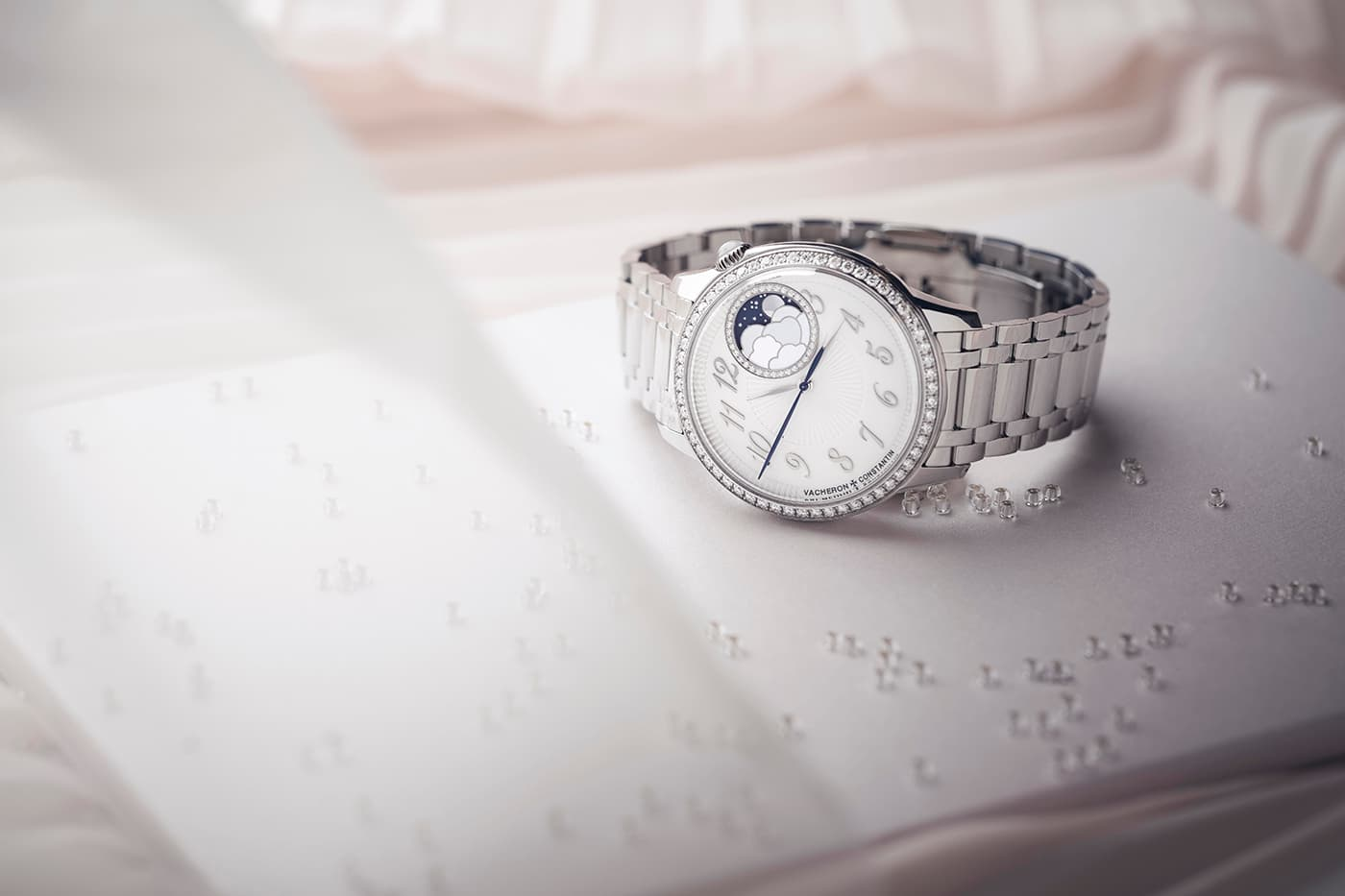 Vacheron Constantin Égérie watch with diamond bezel and detail in stainless steel