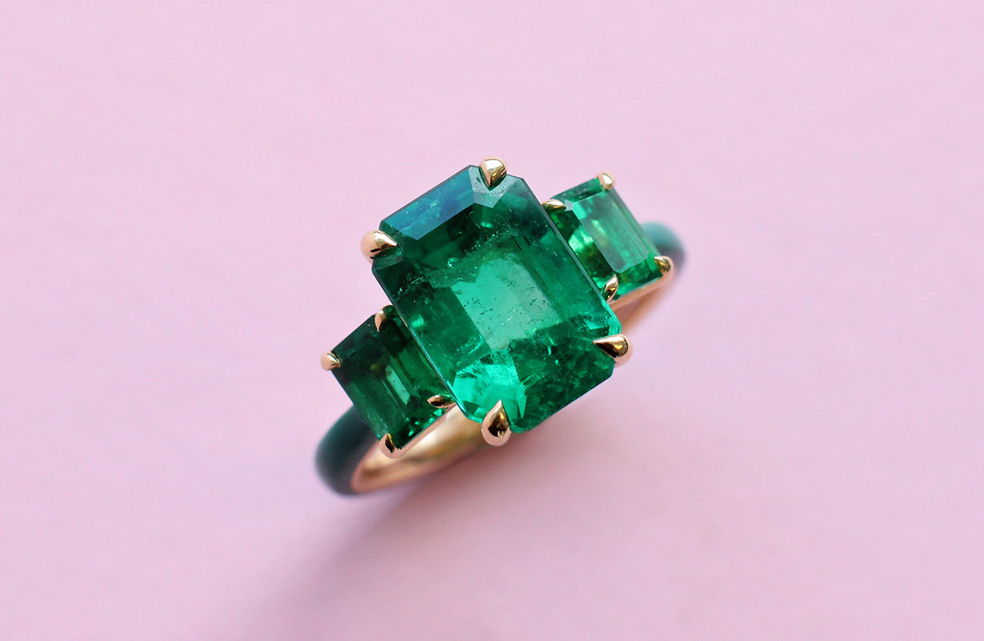 Haruni Fine Jewellery ring with emeralds and enamel in yellow gold