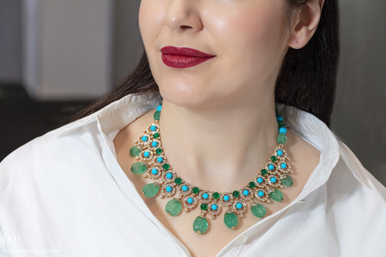Exquisite Fine Jewellery necklace with emeralds, turquoise and diamonds in yellow gold