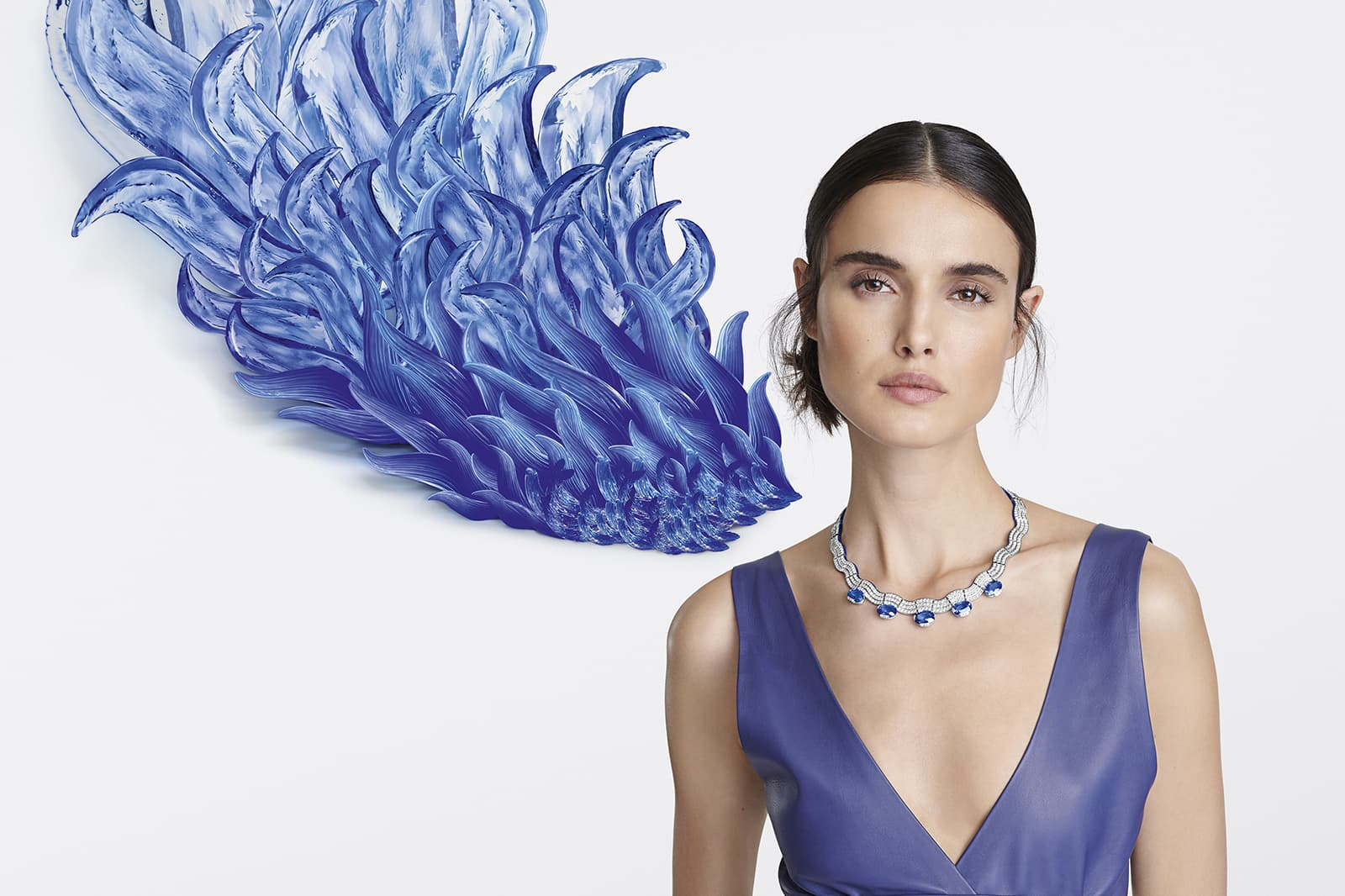 Each of the five Madagascan sapphires in the Sinopé necklace displays a beautiful cornflower blue shade