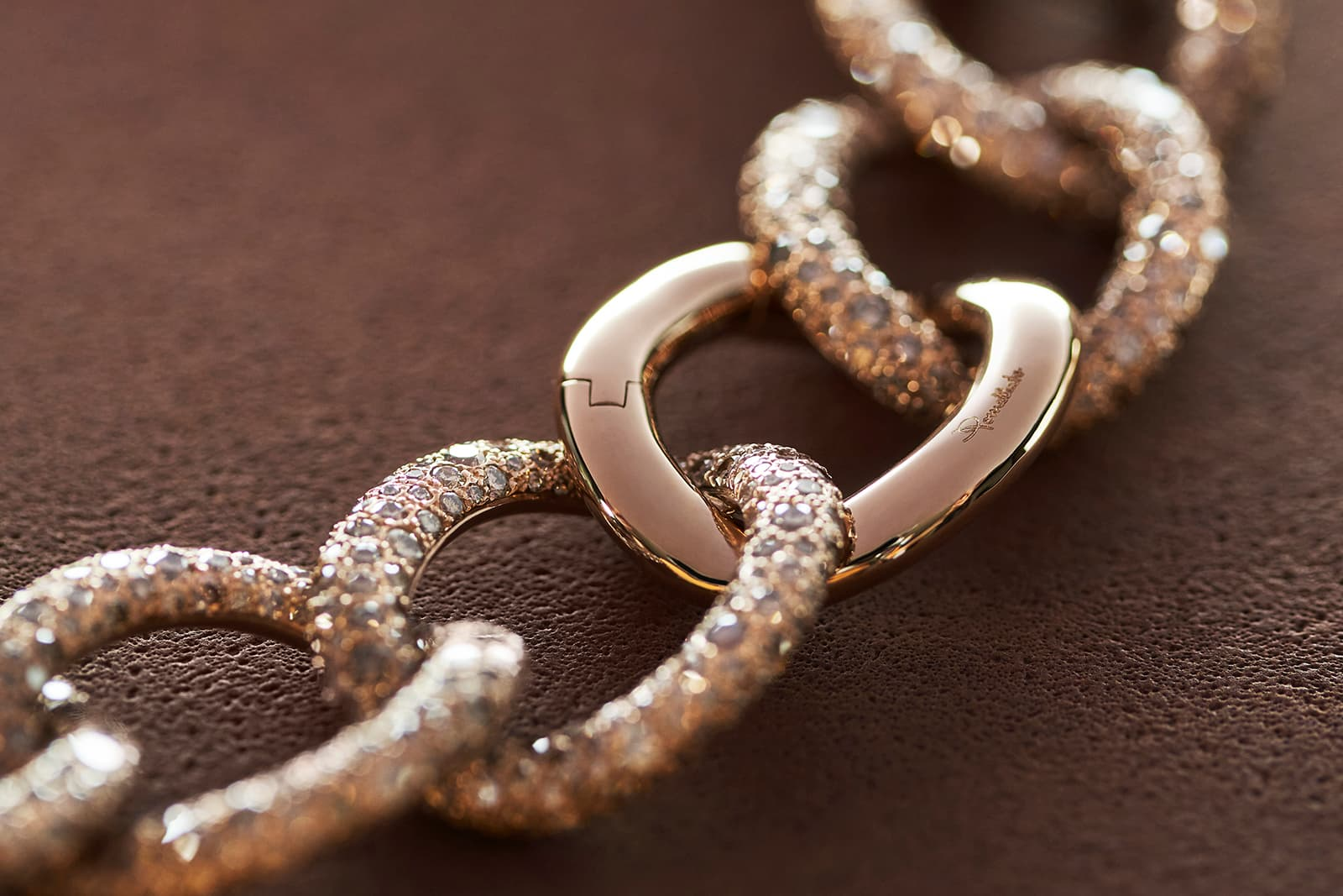 Each Pomellato gold chain is endowed with a feminine sensuality