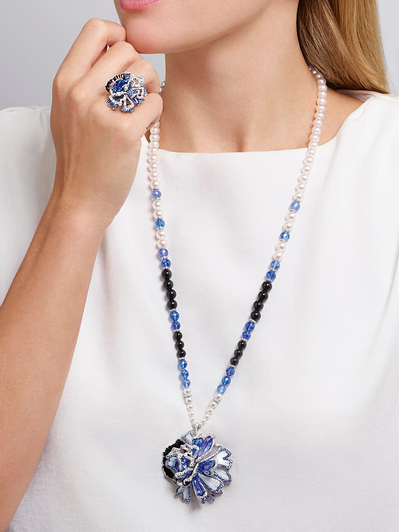 Esquisse de Chaumet necklace and ring with sapphires, tanzanites, diamonds, mother-of-pearl and onyx