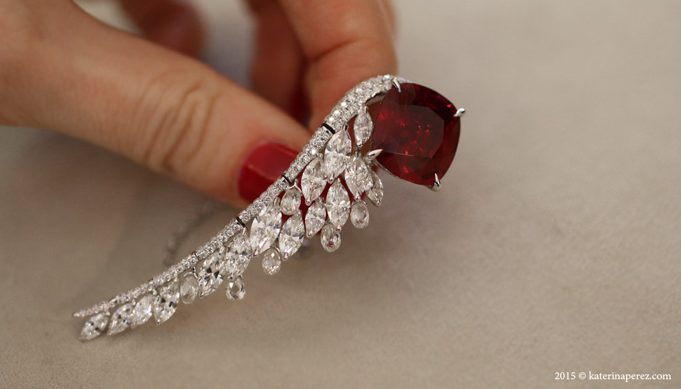 Boghossian Ballet Oriental ring with a 14 cts Siam ruby and diamonds