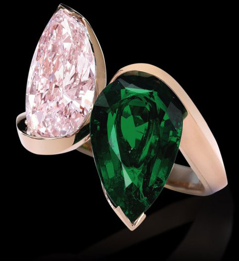 Alexandre Reza Toi&Moi rose gold ring with a pink diamond and a Zambian emerald