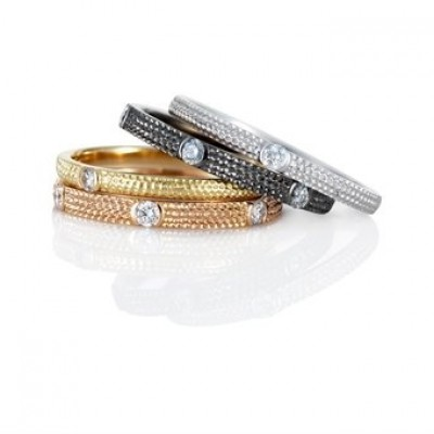 De Beers Azulea bands in gold and diamonds