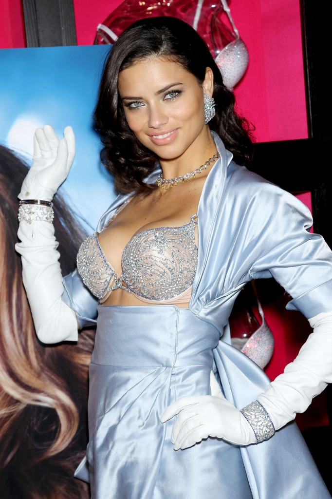 Adriana-Lima-in-Victoria's-Secret-Fantasy-Bra-2010