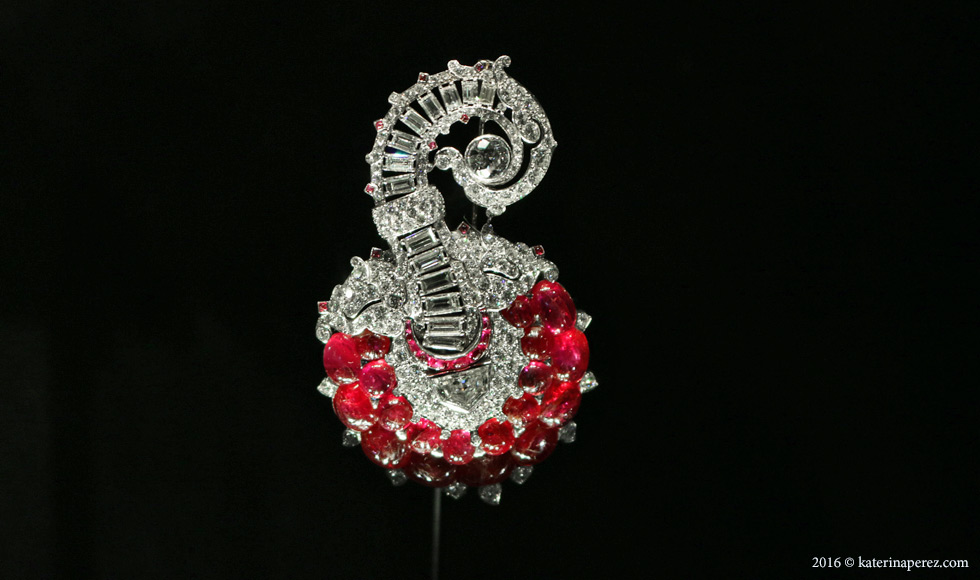 Brooch or hat jewel with rubies and diamonds set in platinum. Possibly France c. 1935