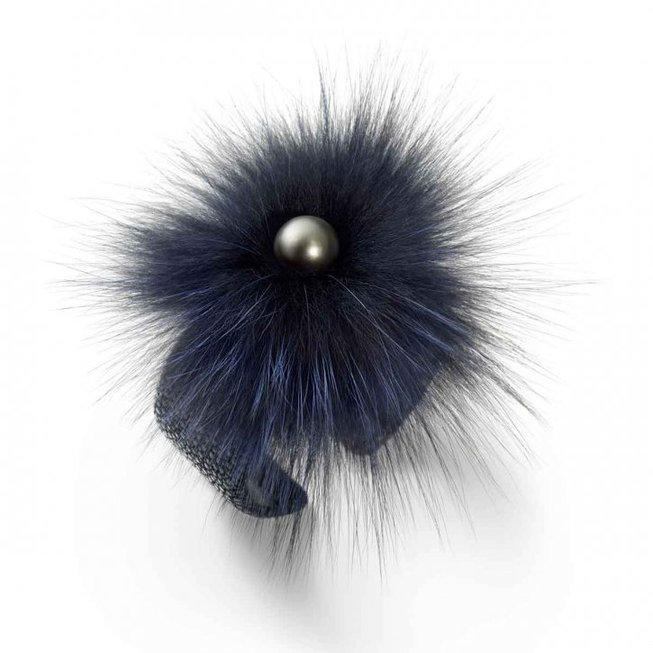 Shoeffel My Style. Bracelet crafted from elegantly shimmering ray leather with a dark Tahiti pearl and a trio of different-coloured fur appliqués. In alluring bluish-black