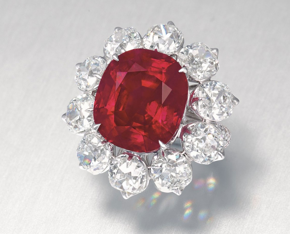 The Crimson Flame 15.04 cts Burmese Ruby ring with diamonds
