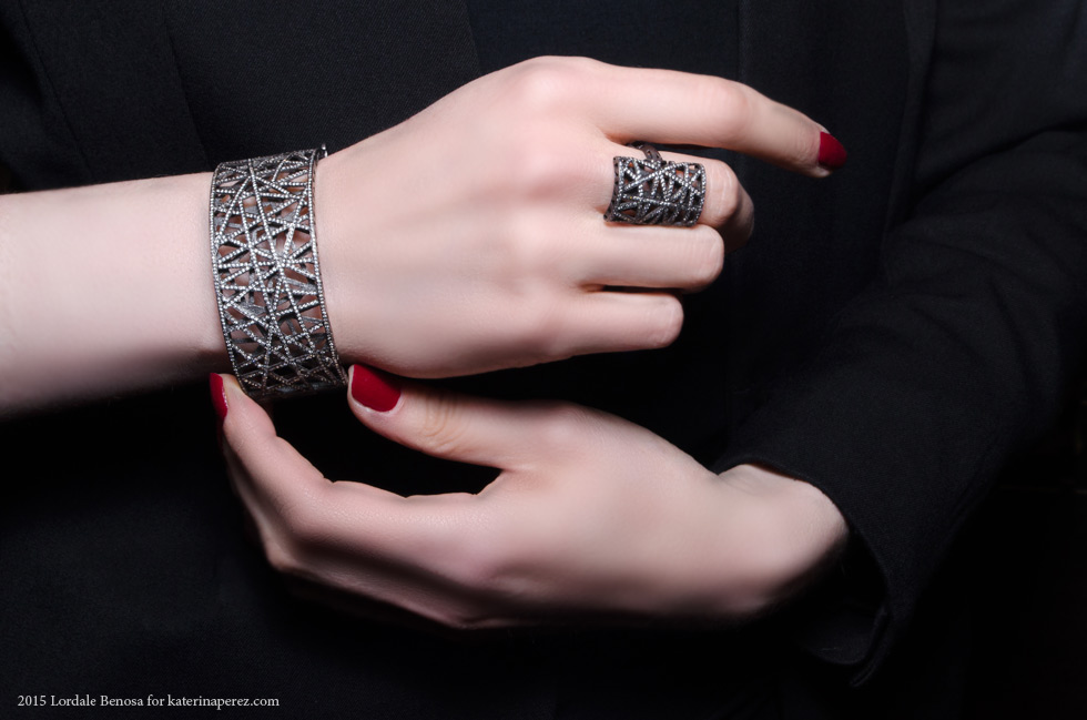 Yossi Harrari Lace collection bracelet in black gold and diamonds