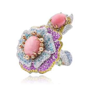'Rose de France' ring with conch pearls, diamonds and sapphires in 18k white and yellow gold