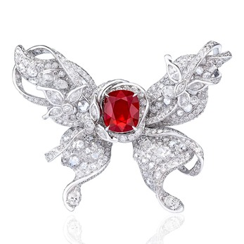 'Le Papillon' ring with central ruby and diamonds in white gold