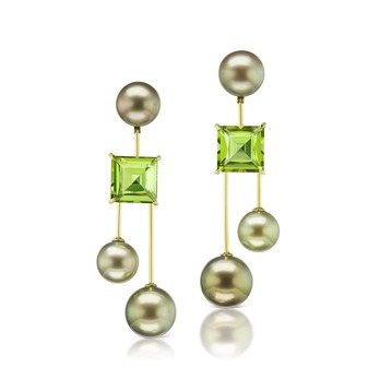 Drop earrings with peridot and Tahitian pearls in yellow gold