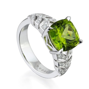 'Prism' collection ring with peridot and diamonds in white gold