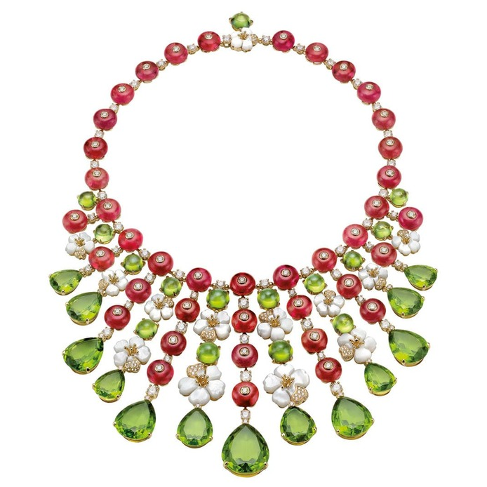 'Giardini Italiani' collection necklace with peridot, rubellite, diamonds and mother of pearl in yellow gold