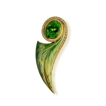 Brooch with peridot, diamonds and enamel in yellow gold