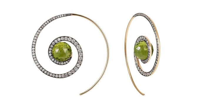 Earrings with peridot and diamonds in yellow gold