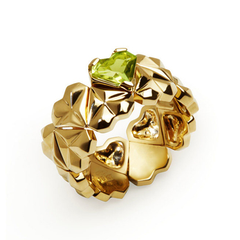 'Q'Ore' collection ring with peridot in yellow gold