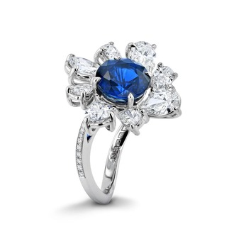 'Deep Sea' collection 'Jelly Fish' ring with 2.39 cts cushion-shape sapphire and diamonds