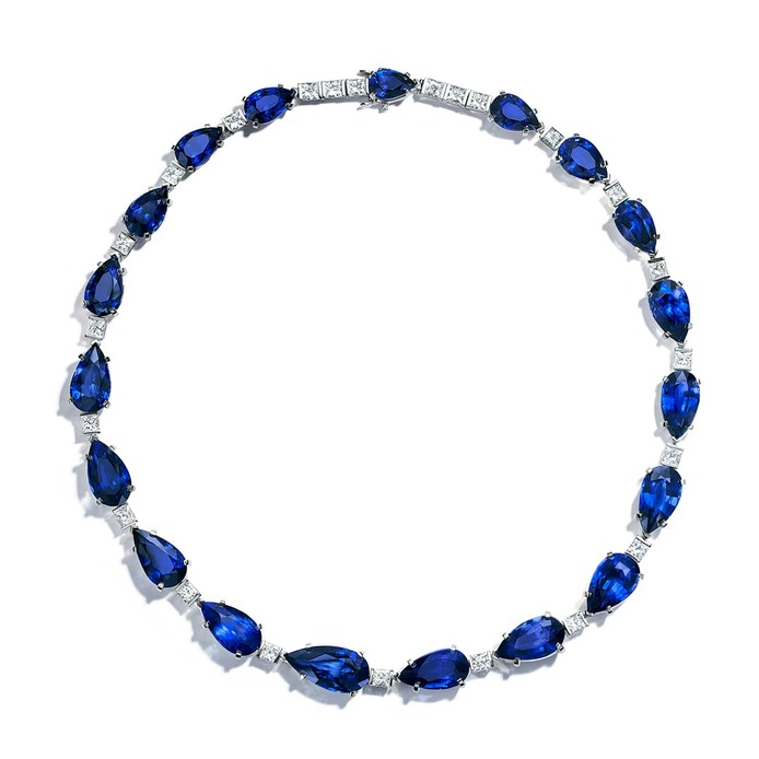 Blue Book 2019 collection necklace with sapphires and diamonds
