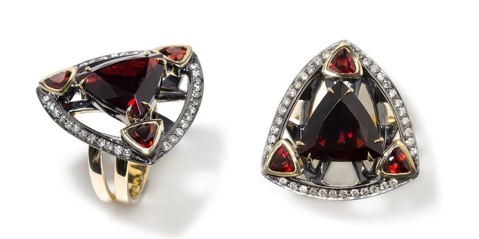 Earrings with 8.55ct garnets and diamonds in blackened and yellow gold