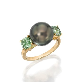 Ring with Tahitian pearl and demantoid garnets in yellow gold