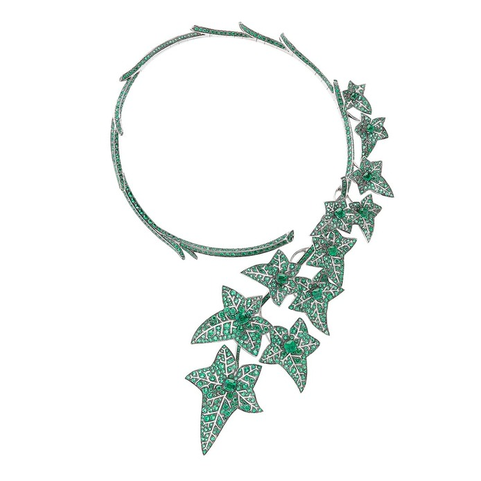 Lierre de Paris question mark necklace with emeralds in white gold