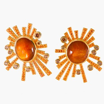 Earrings with sunstone, orange sapphires and brown diamonds in yellow gold