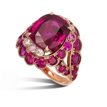 Ring with rubies and diamonds in rose gold