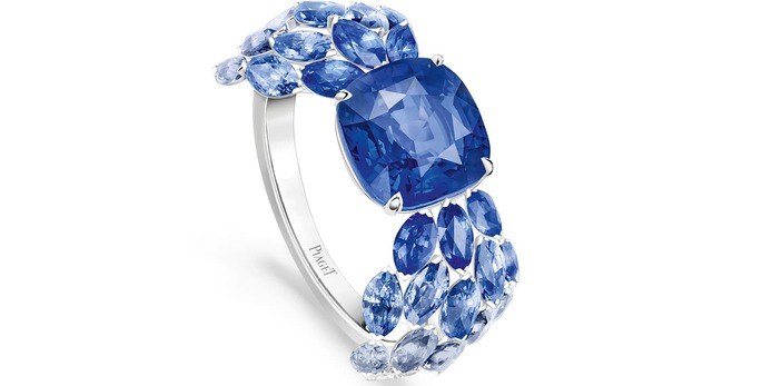 Blue Waterfall ring from Golden Oasis collection with sapphires in white gold