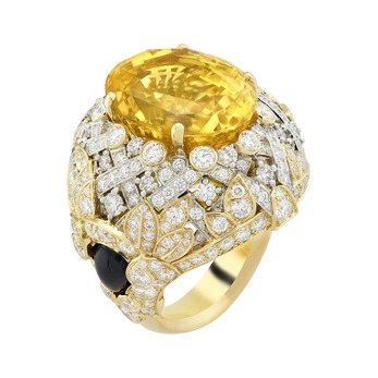 Oval yellow sapphire Golden Bird ring from the Quatre Contes de Grimm high jewellery collection