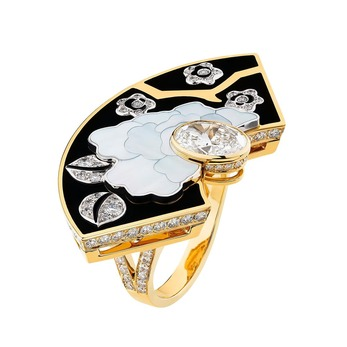 Fleur de Laque ring from the Coromandel high jewellery collection, decorated with lacquer and mother-of-pearl
