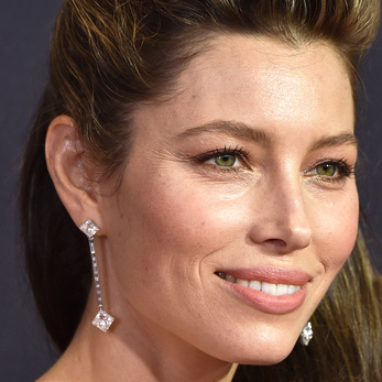 Jessica Biel wearing Forevermark long drop earrings with 18.61 cts of diamonds