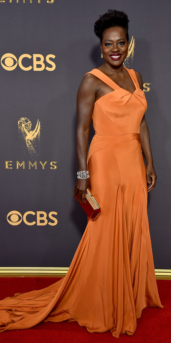 Viola Davis wearing Harry Winston drop earrings with with 29.54 carats yellow diamonds, Caftan bracelet with 82.14 cts of diamonds and Secret Cluster diamond ring with 6.62 cts of diamonds