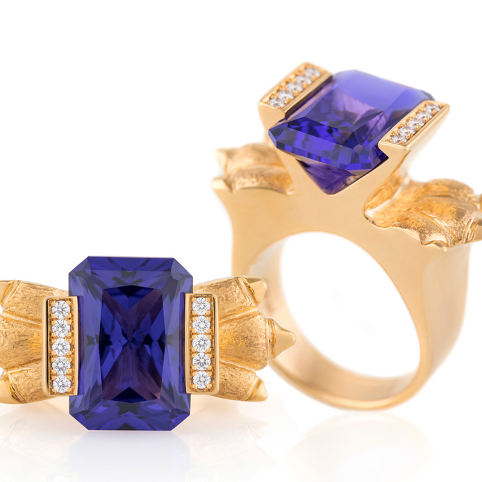 Henry Dakak Jr. 'Dynasty' ring in 18k yellow gold with tanzanite and diamonds